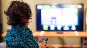 Lee más sobre el artículo ¿Cuánto tiempo pueden ver la tele los niños?